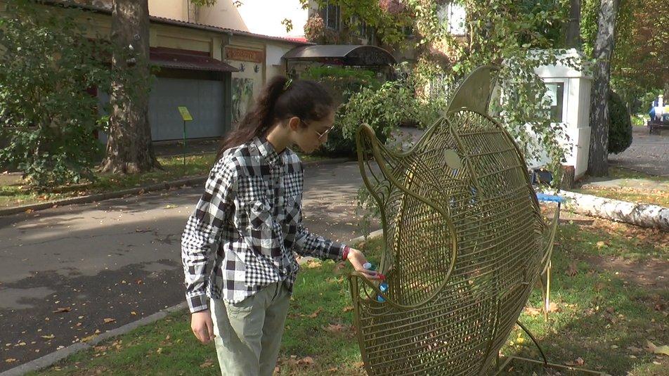 В Николаевский зоопарк «приплыла» рыбка для сбора пластиковых крышечек
