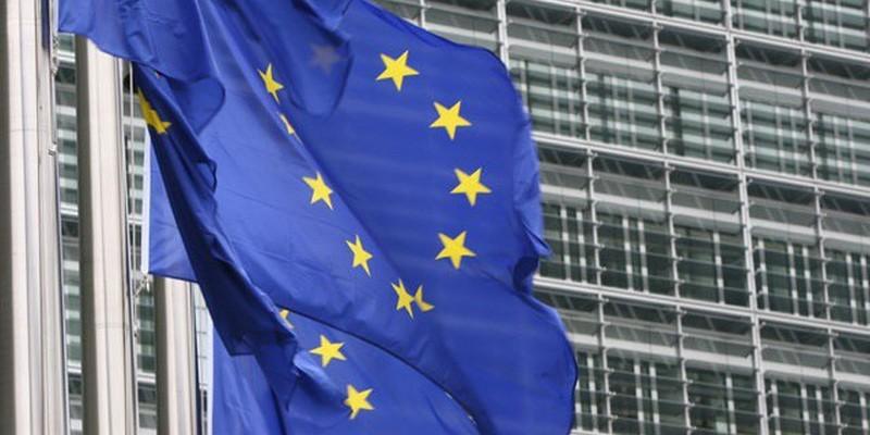 Украинцы на референдуме поддержали бы вступление в Евросоюз и НАТО – опрос Разумкова