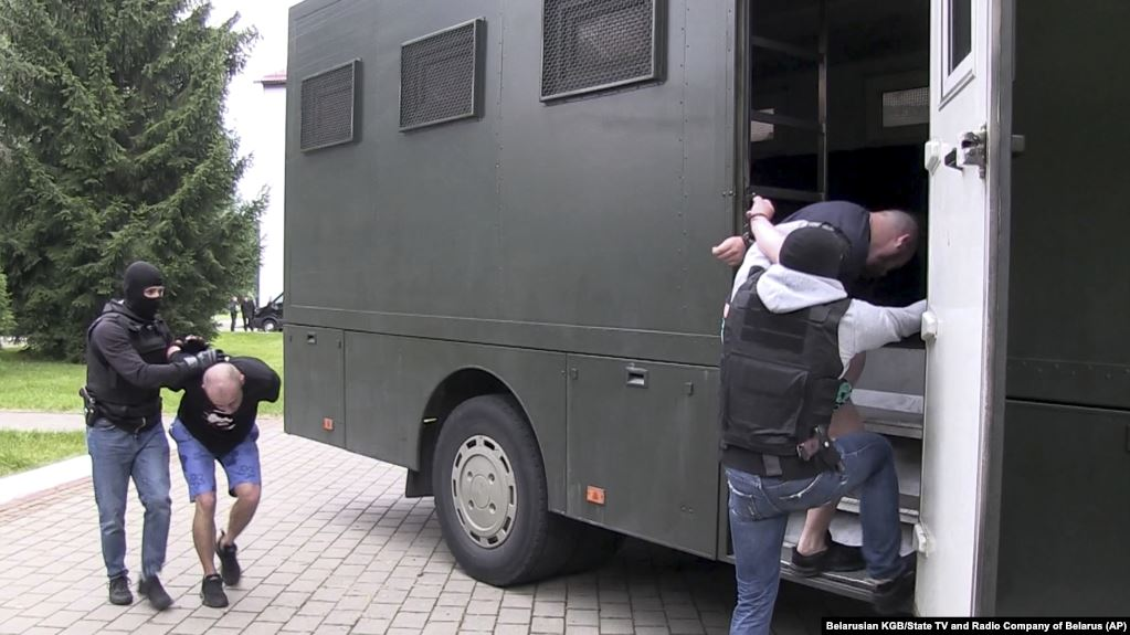 На одном самолете собирались лететь в разные страны? «Вагнеровцы» дали очень противоречивые показания в Беларуси