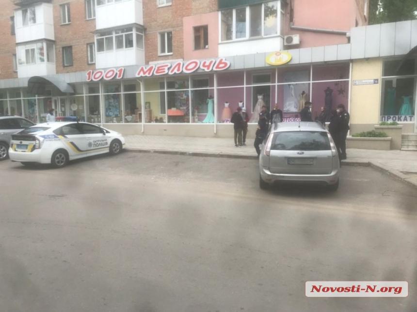 В Николаеве «Форд» зацепил припаркованный автомобиль