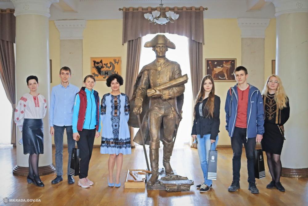 Победителям позитивного онлайн-флешмоба от Николаевского горсовета вручили подарки и провели экскурсию