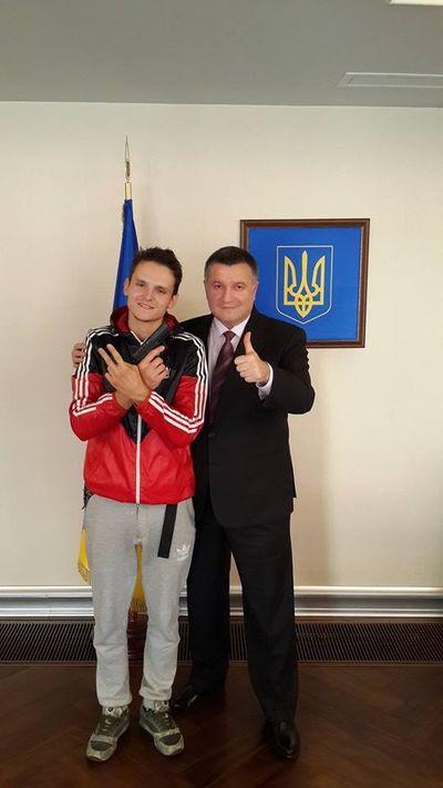 Руфер Мустанг награжден именным оружием, запрос российского Интерпола отклонен – глава МВД Украины