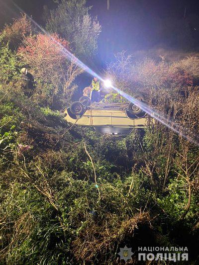 В Николаеве в ДТП погиб водитель, который выехал за проезжую часть и перевернулся
