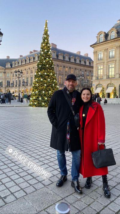 Лилия Подкопаева умилила романтикой с любимым в новогоднем Париже.