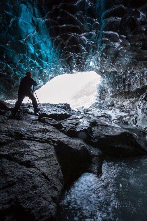 Ледяная пещера гигантского ледника Vatnajokull в Исландии.