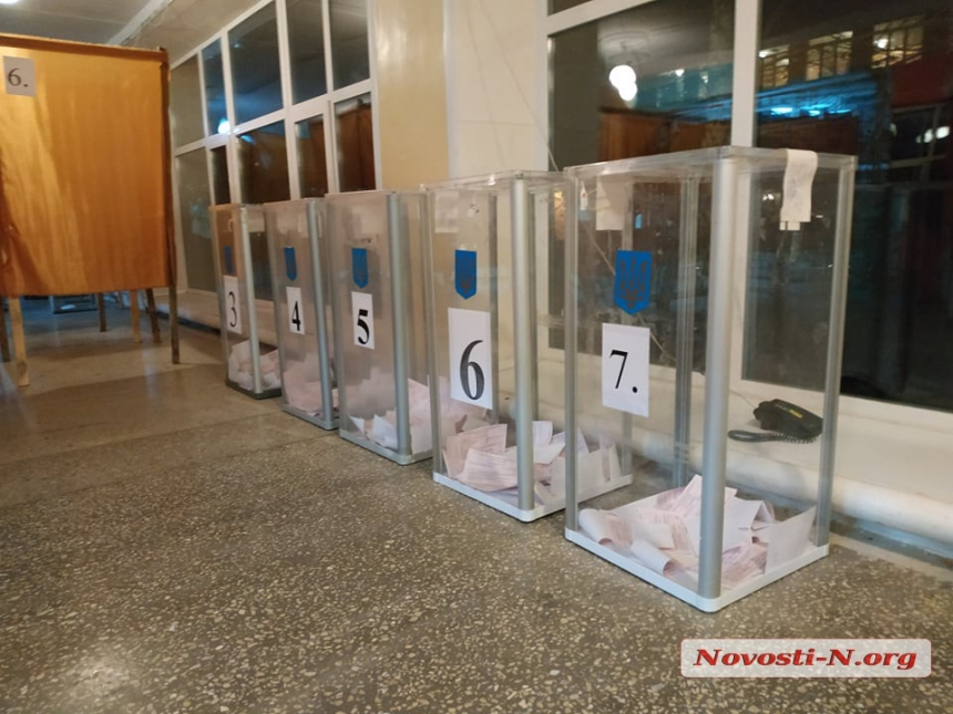 На избирательных участках Николаева отмечают низкую явку: проголосовали не все даже на дому