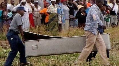 В Зимбабве 99-летняя женщина дважды «воскресала» на своих похоронах