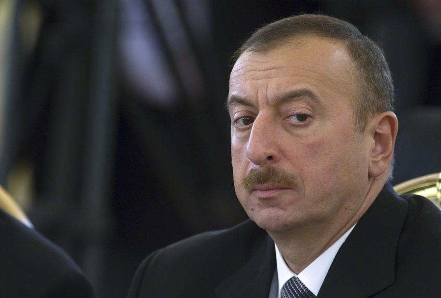 Азербайджан заявил о взятии под контроль города Физули в Карабахе