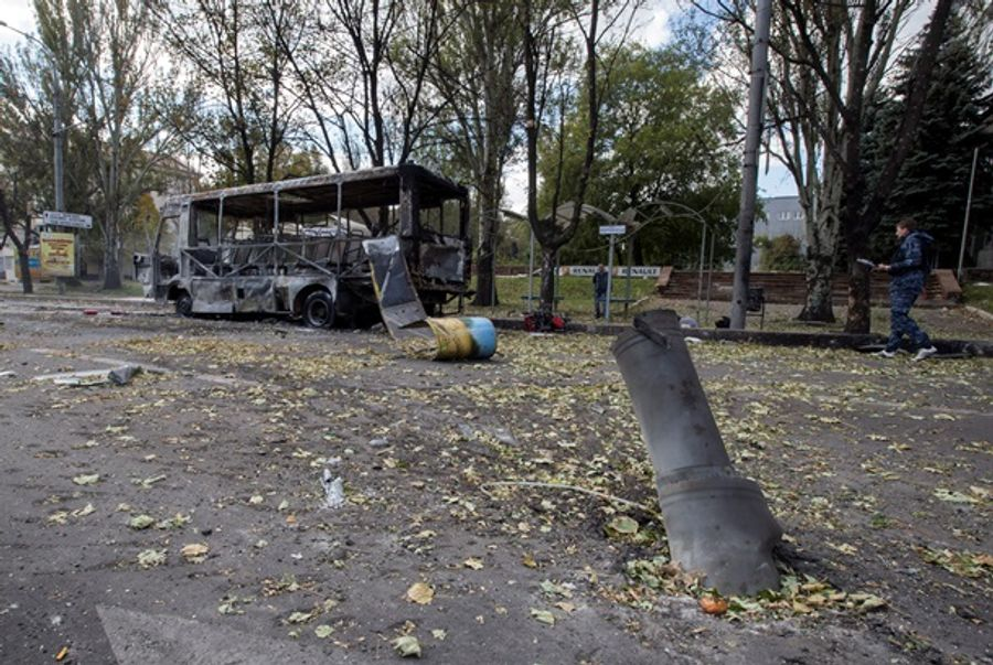 Обстрел школы и остановки в Донецке: новые шокирующие фото