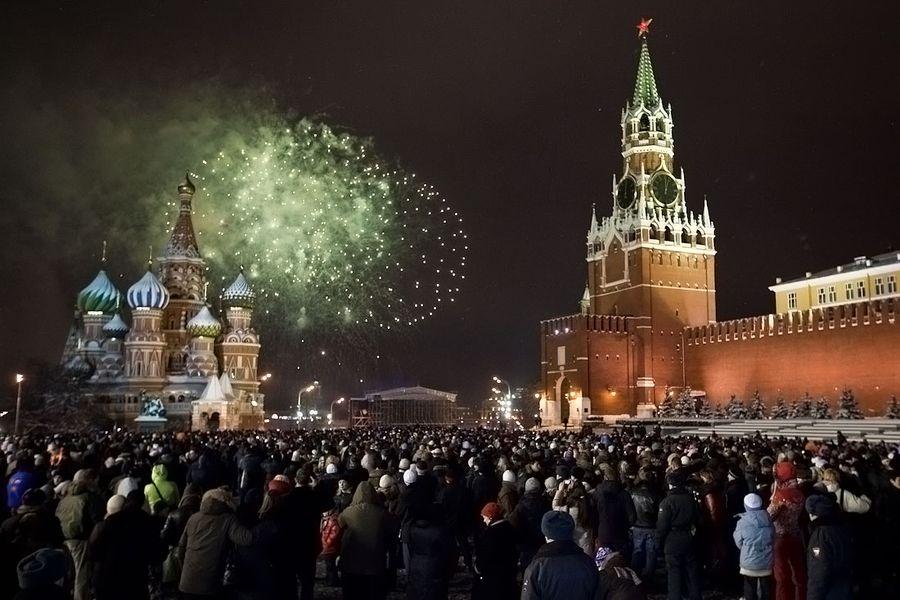 В сети опубликовали смешную пародию на празднование Нового года в России. фото