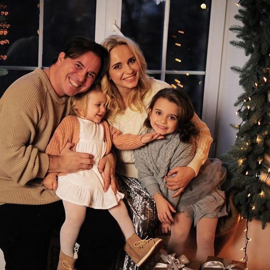 Лилия Ребрик очаровала новогодними семейными фотографиями.