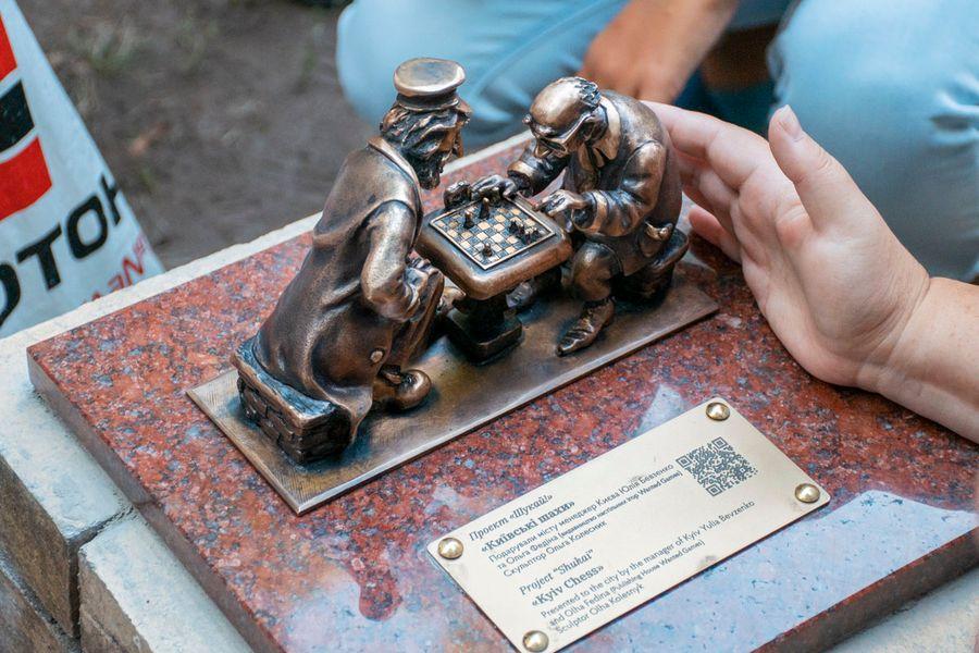 Миниатюрные «Киевские шахматисты» украшают знаменитый парк Шевченко в центре столицы