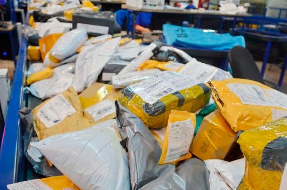 В Николаеве работник почты воровал драгоценности и деньги из посылок
