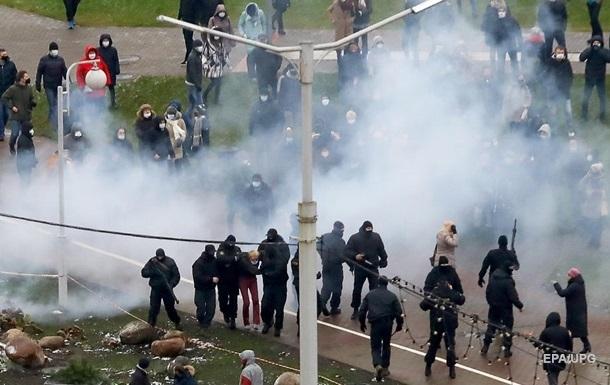 Силовики применили спецсредства против протестующих в Минске