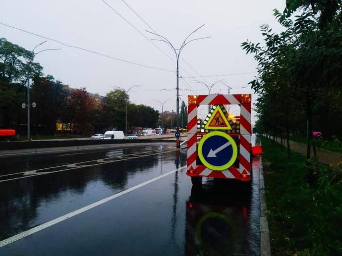 После ливня в Киеве подтоплены десятки улиц, затруднено движение