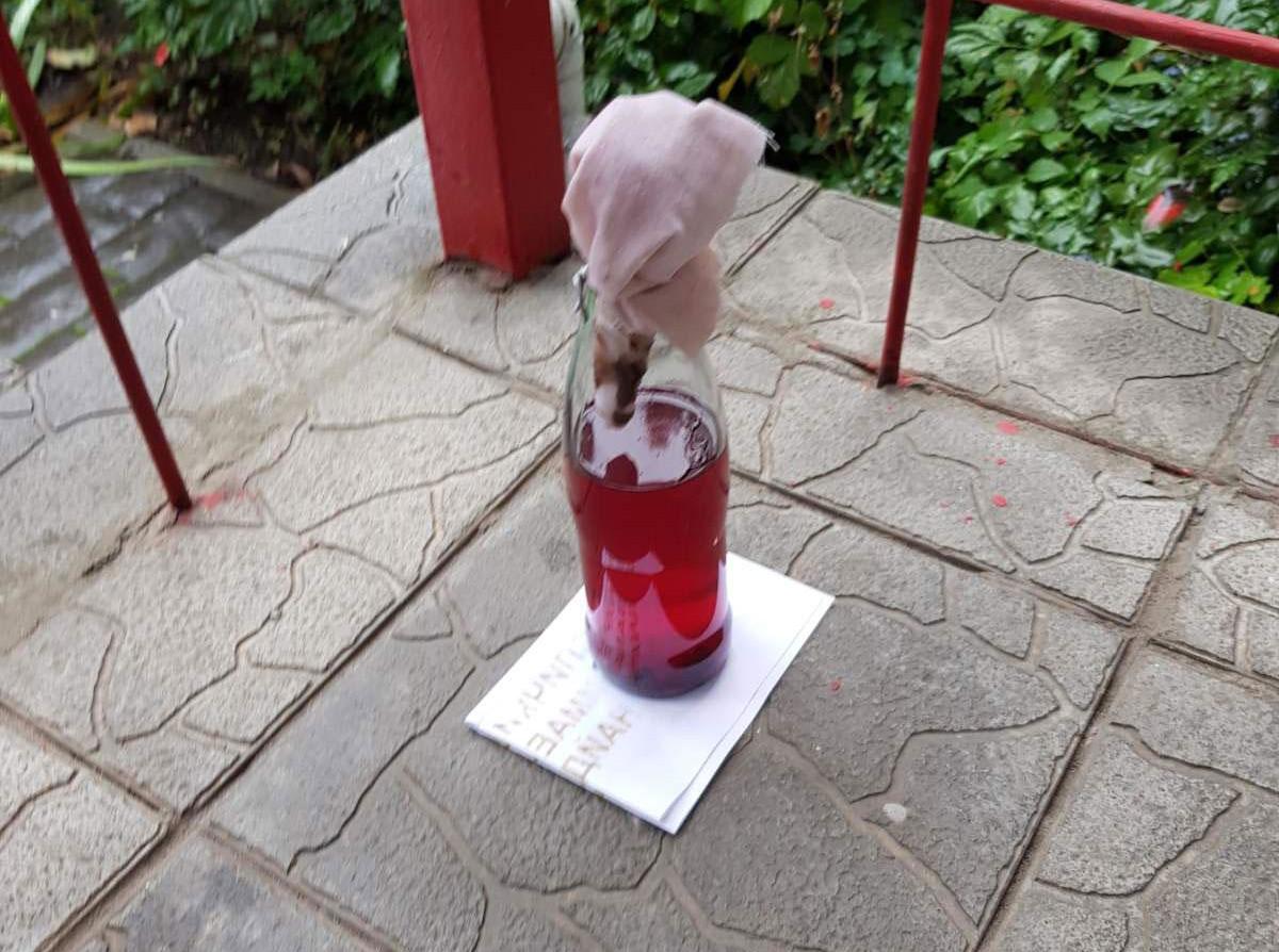 Жителю Первомайска угрожали поджогом, подбросив под офис бутылку с зажигательной смесью