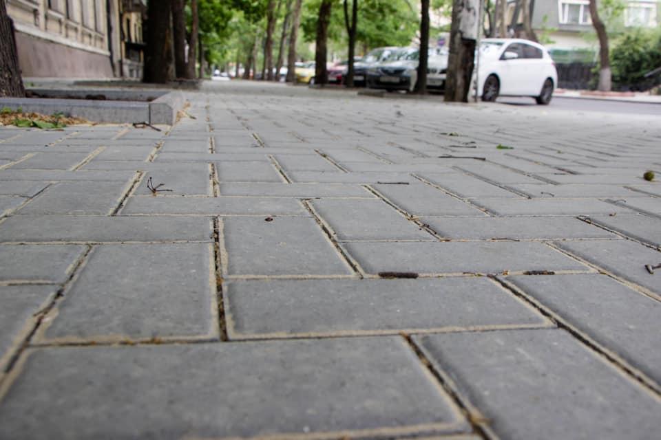 Мэр Сенкевич рассказал, почему в Николаеве тротуары ремонтируют плиткой