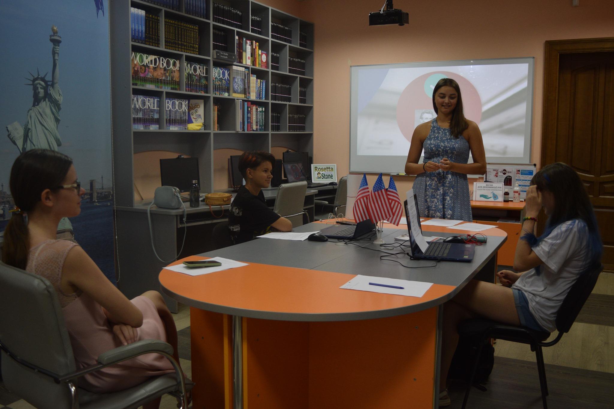 Школьницам Николаева раскрыли секреты публичных выступлений