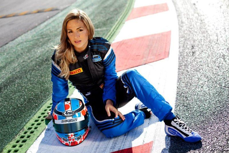 Новым тест-пилотом Lotus F1 стала 26-летняя блондинка