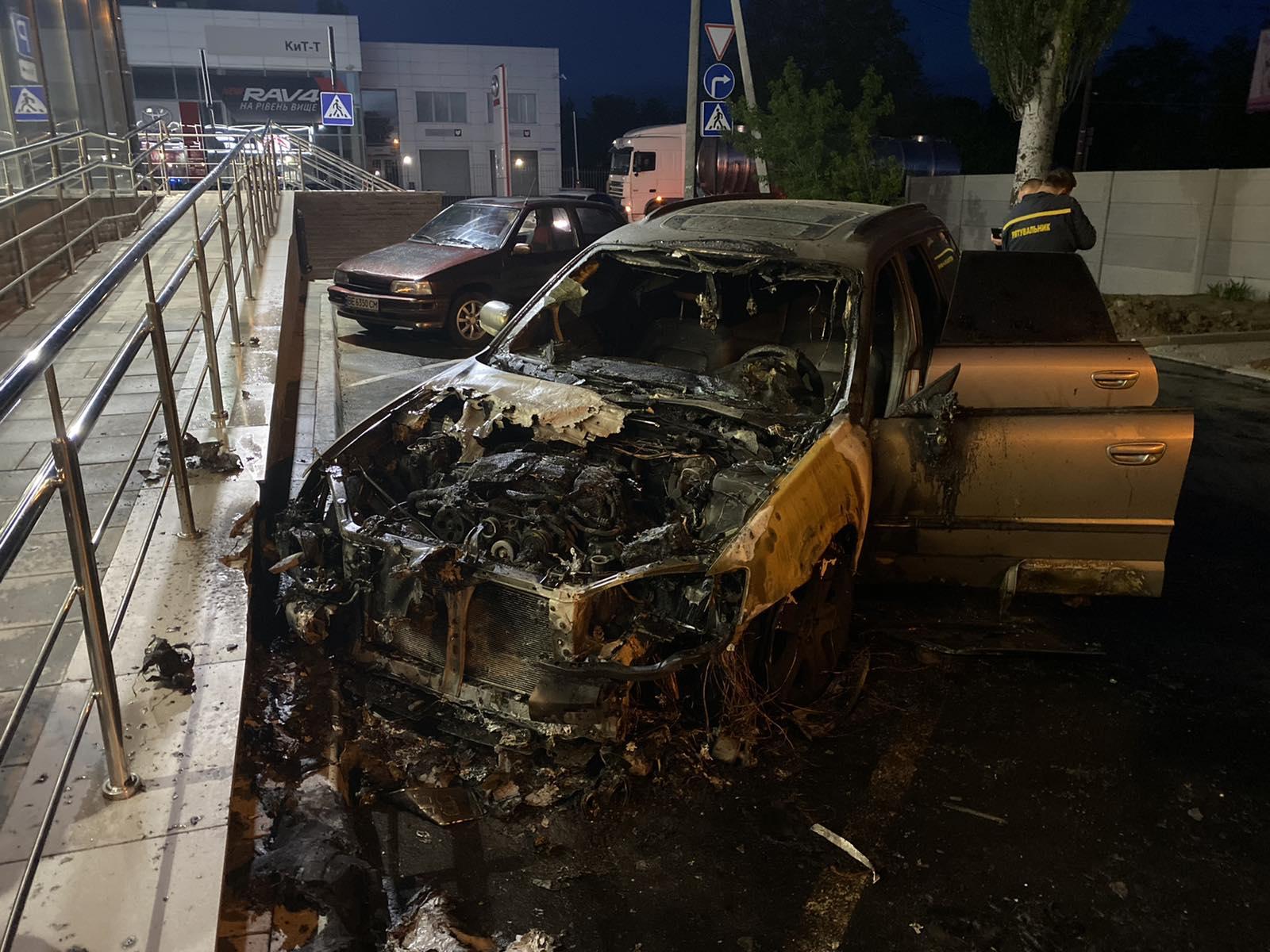 В Николаеве ночью сгорел «Субару»