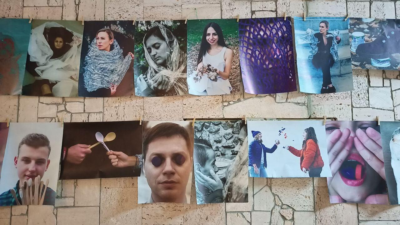 «Быть экологическим»: фотовыставка-перформанс путешествует по николаевским школами